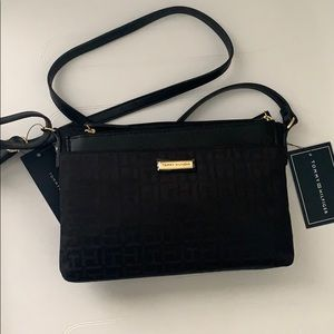 Tommy Hilfiger cross body with removable pouch